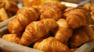 Croissants im Korb